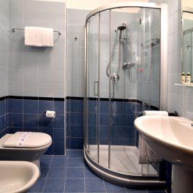 Bagno camera singola francese Prealpi Hotel