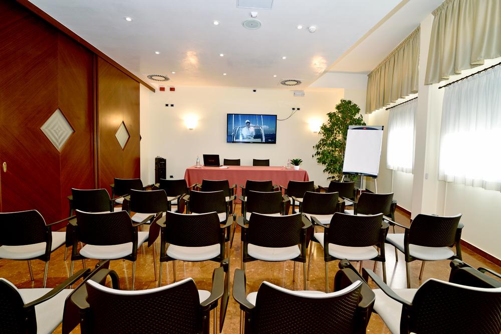 Sala riunione prealpi hotel san vendemiano sito ufficiale - Sala insonorizzata ...
